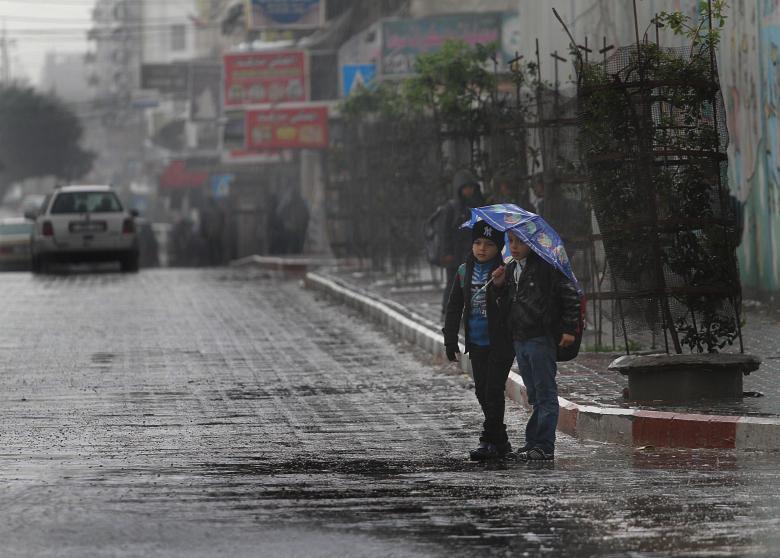 الطقس: أجواء ماطرة وباردة