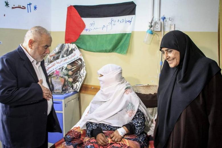 بحر ونواب وقادة من حماس يزورون جرحى المسيرات شمال غزة