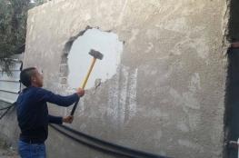 الاحتلال يجبر مواطناً على هدم منزله بيده في القدس