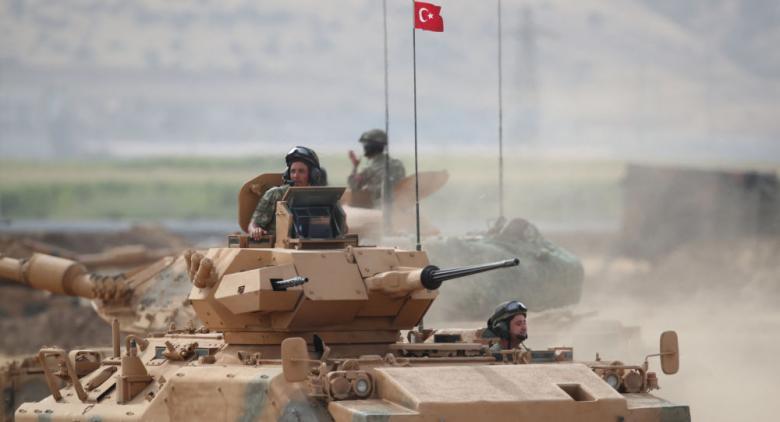 3 قتلى باستهداف موكب عسكري تركي بغارة جوية في إدلب