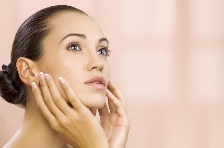 5 عادات يوميّة تؤذي بشرتنا دون أن ندري