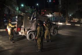 الاحتلال يطلق النار صوب سيارة اقتحمت حاجز حوارة