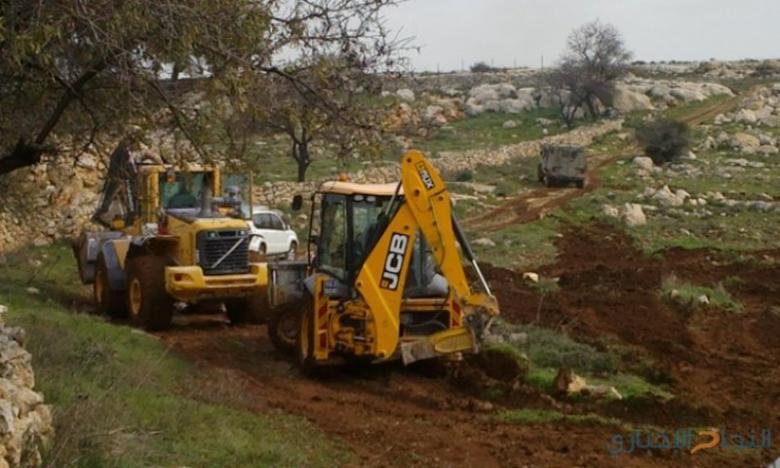 الاحتلال يواصل أعمال التجريف جنوب نابلس