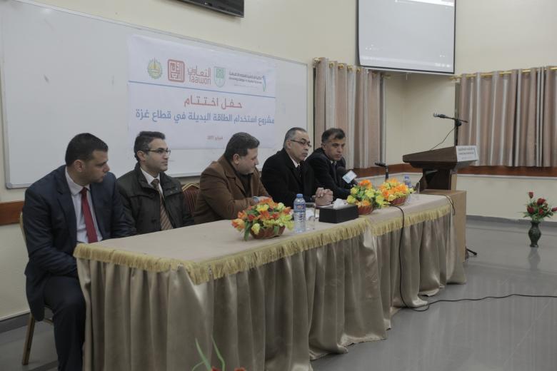 الكلية الجامعية تحتفل باختتام مشروع استخدام الطاقة البديلة