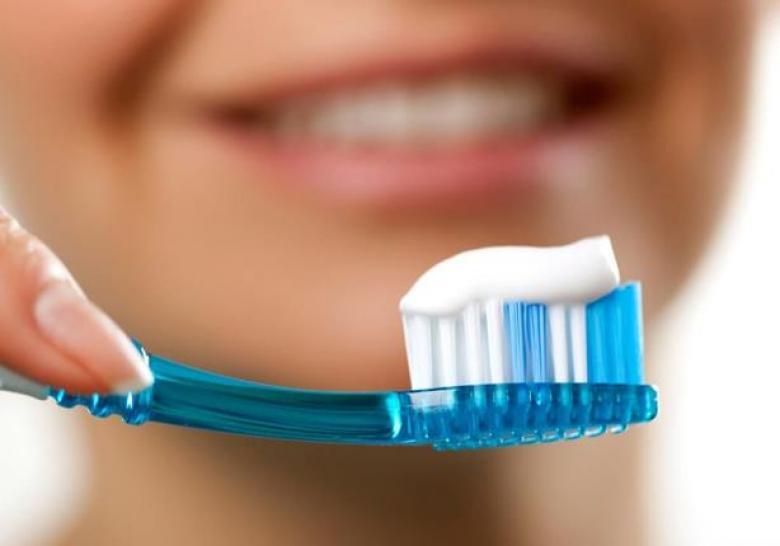 """حقائق """"مرعبة"""" عن فرشاة الأسنان.. كيف تحمي نفسك؟"""