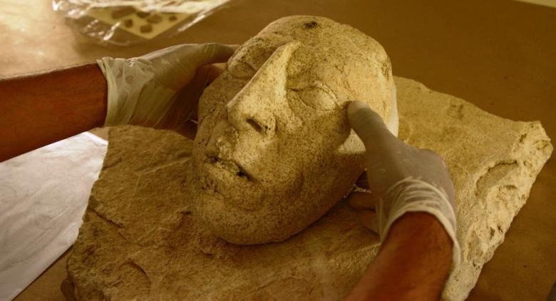 العثور على قناع حجري يبلغ من العمر 9000 عام في الضفة