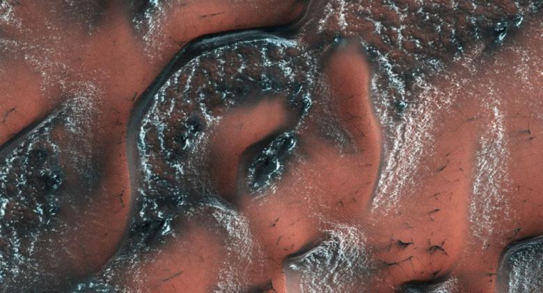 """نيزك يكشف عن """"حياة نشطة"""" في المريخ"""