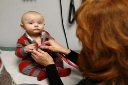 مشهد صادم لرضيع مدمن على المخدرات
