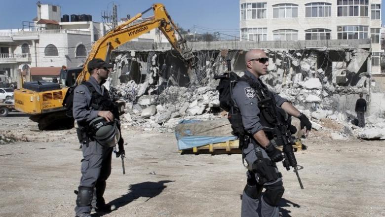 الاحتلال يهدم مبنى سكنيًا في القدس