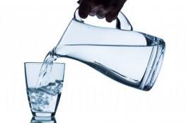 كم من الماء على الإنسان أن يشرب يوميًا؟