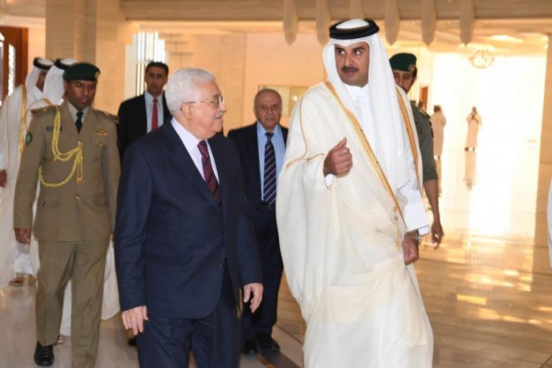 عباس يجتمع مع أمير قطر ويبحث معه آخر المستجدات