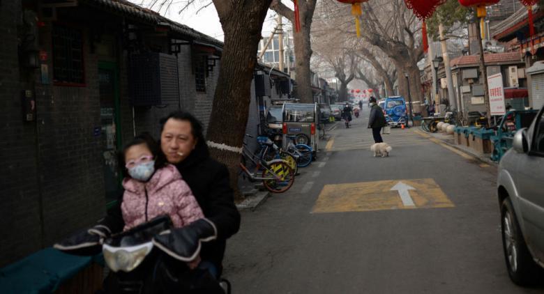 الشرطة الصينية تخشى الاقتراب من متهم لم يرتدي القناع