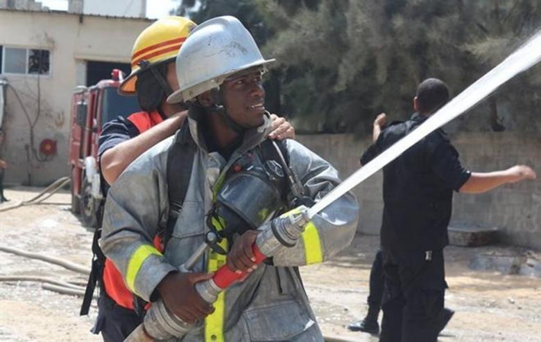 الدفاع المدني يُسيطر على حريق اندلع بمنجرتين شرق جباليا