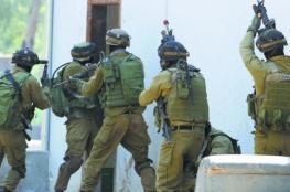 الاحتلال يواصل حصار منزلٍ في حي الشيخ جراح