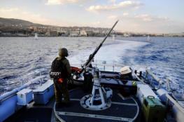 زوارق الاحتلال تستهدف الصيادين قبالة سواحل مدينة غزة