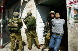 الاحتلال يعتقل 3 مواطنين في نابلس والخليل