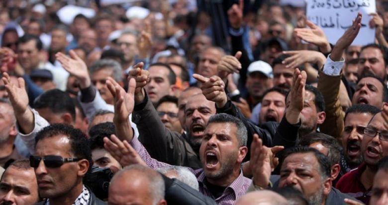 عقوبات السلطة ضد غزة تجبر قيادات فتحاوية على الاستقالة