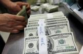 هبوط الدولار وصعود للذهب بعد بيانات أميركية ضعيفة