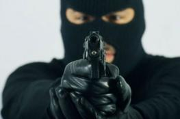 سطو مسلح وسرقة 11 ألف دولار من منزل في بيت لاهيا