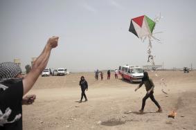 إصابتان باستهداف مطلقي البالونات الحارقة شرق غزة
