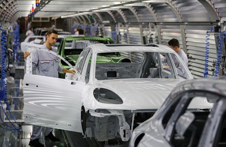 مبيعات السيارات بالاتحاد الأوروبي تتراجع 8 بالمئة في نوفمبر