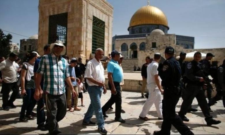 مستوطنون يقتحمون الأقصى بحراسة مشددة من شرطة الاحتلال