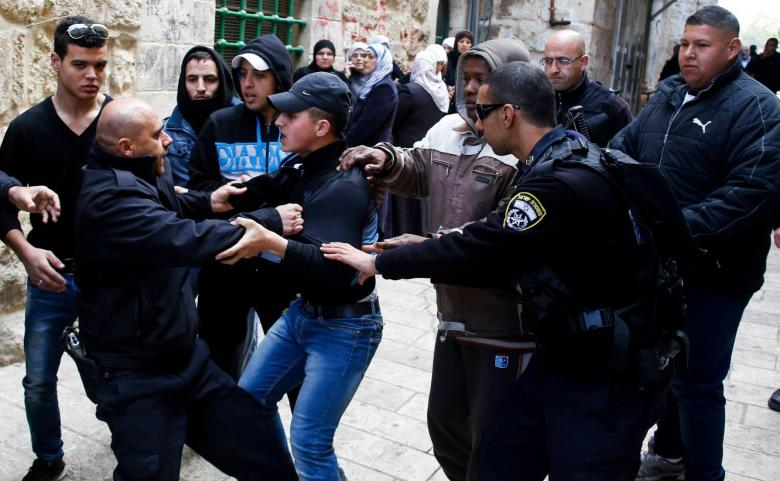 الاحتلال يعتقل مقدسي في العيسوي
