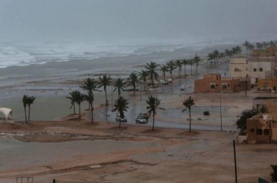 """إعصار """"مكونو"""" يقترب من السعودية بعد سلطنة عمان"""