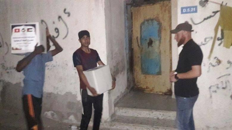 حماس توزع طرود غذائية على 250 أسرة شهيد بدير البلح
