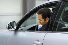 لماذا يختلف صوت السيارة عندما تعود للخلف؟