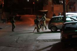 الاحتلال يصيب شابا ويعتقله في مخيم شعفاط