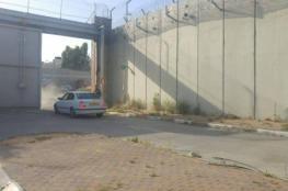 الاحتلال يقلص مدة فتح بوابة ضاحية البريد في الرام
