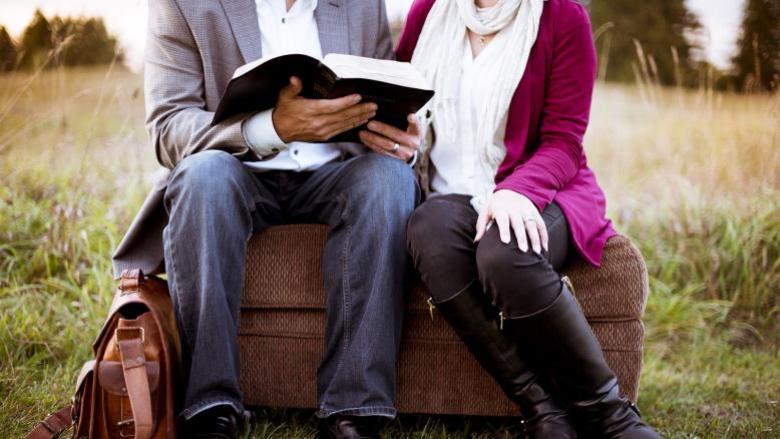 12 سمة مشتركة بين الأزواج السعداء