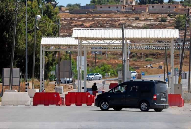 الاحتلال يغلق مدخل البيرة الشمالي