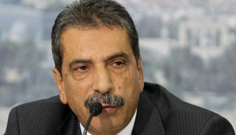 الطيراوي يهدد بمزيد من العقوبات ضد غزة