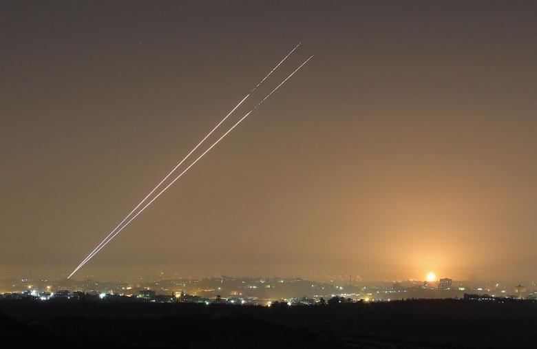"""صواريخ """"تل أبيب"""" تدخل صراع الانتخابات الإسرائيلية"""
