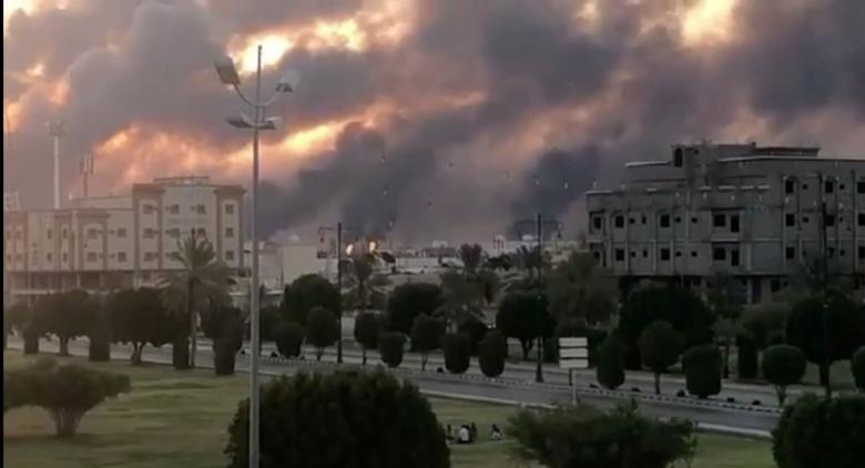 صحيفة إيرانية تهدد بضرب أرامكو.. ما علاقة تظاهرات العراق؟