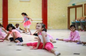 أطفال غزة يمارسون نشاطات تربوية