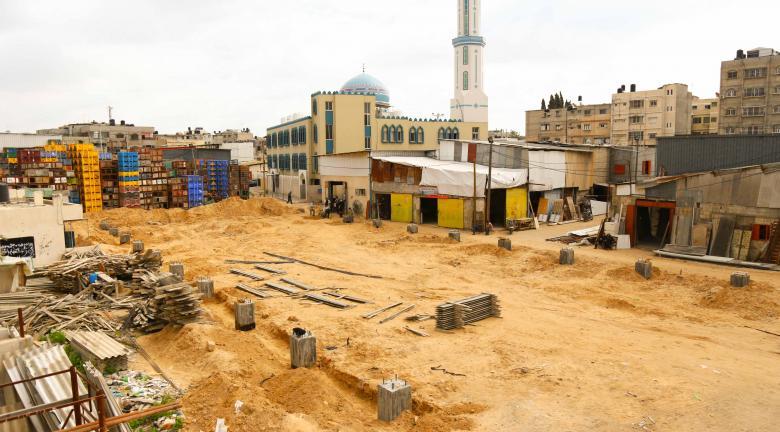 """بلدية خانيونس تشرع بإنشاء """"معرش"""" في سوق الجملة"""