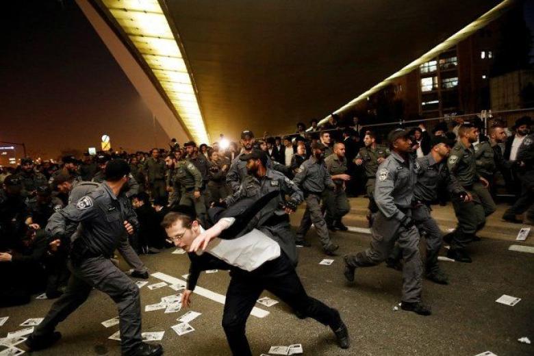 """""""الحريدم"""" يتظاهرون ضد قانون الخدمة العسكرية"""