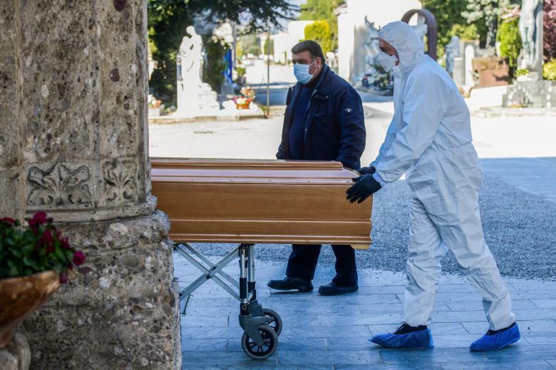 """""""الوباء مر من هنا"""".. شبح الموت في مستشفى إيطالي"""