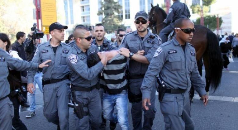 الاحتلال يعتقل مقدسيًا بعد الاعتداء عليه
