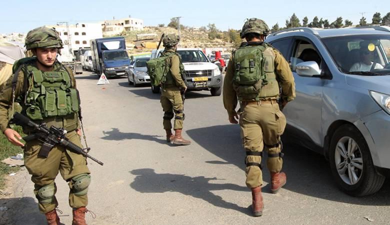 الاحتلال يحتجز عددًا من المواطنين بينهم صحفيون شرق الخليل
