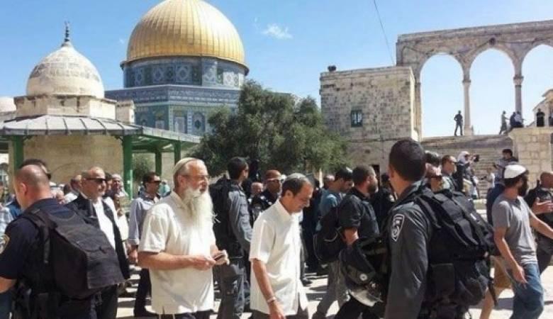 أكثر من 100 مستوطن اقتحموا المسجد الأقصى منذ الصباح