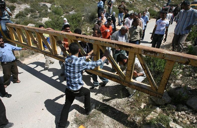 قرى فلسطينية تتحول إلى أقفاص والسبب؟