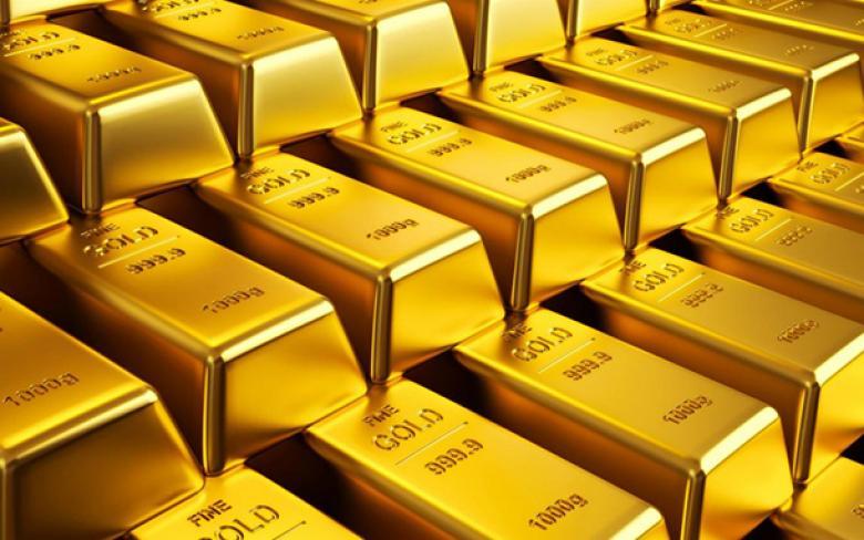 الذهب يهبط لأدنى مستوياته في عام