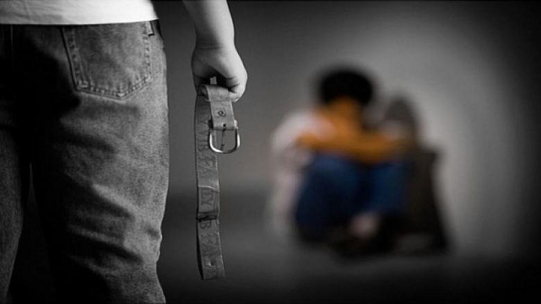 في فلسطين.. أب يُعذّب ويحتجز نجله داخل مخزن 5 سنوات