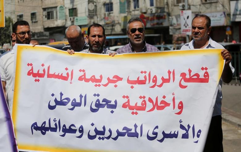 عوائل الشهداء والأسرى: نرفض تعامل السلطة معنا على أسس حزبية