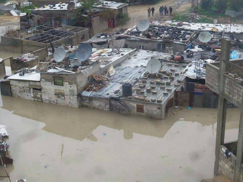 غرق عدد من المنازل بمياه الأمطار في غزة
