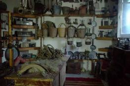 """الشابة """"أبو لحية"""" تحول بيتًا قديمًا لمتحف تراثي"""